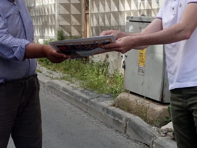 Kırklareli'nde yerel bir gazete ücretsiz maske dağıtmaya başladı